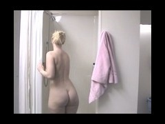 Blonde wants to wash body