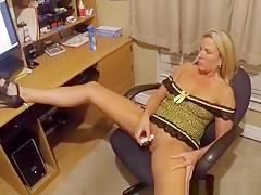 Wife Masturbates While Watching Porn
