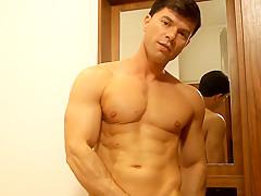 Aussie Hunk Danny Richards