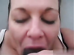 I am amateur chubby who's sucking a big dick in video