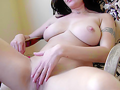 Big-Titted Milf Rubs Her Pussy To Orgasm - BustyGFsExposed