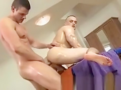 Amateur muscly gay gets fucked
