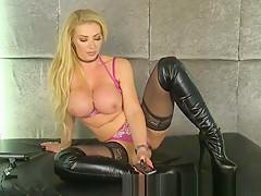 Lynda Leigh Big Tits Tease 001