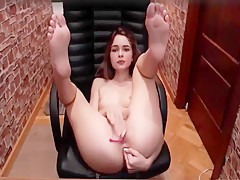 Girl show feet and pussy in cam - Madison_Wow