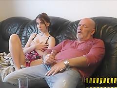 Tochter hilft Daddy-Famlienleben 2