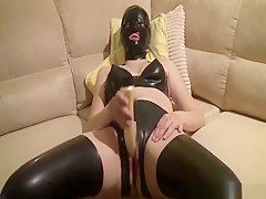 Latex fetish slut drills herself with a huge dildo and cums