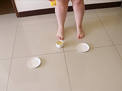 Fat milf pee's in a cup of tea and then plays in it with her feet