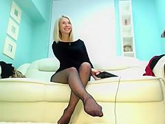 Hot blonde babe in Pantyhose