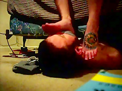 Real amateur foot smelling