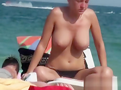 Beautiful chicas on the beaches of Barcelona, nude and tople