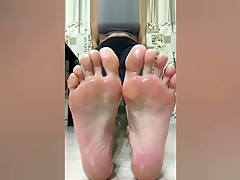 Only Girl Feet - Russian oiled big feet Long toes Spread