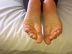 Zoe moves her sexy (size 35) feet, part 3