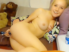 American teen likes her new sex toy