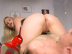 Anal Sex For The Queen!
