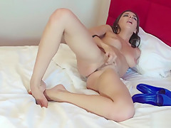 Henessy playing with her sexy feet