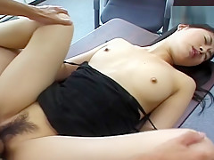 Fingering a hairy pussy - Pompie