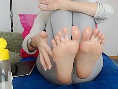 Sexy White Teen Feet on Webcam