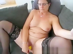 Kelly 51 years cums with yellow dildo