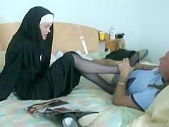 6281690 Nun giving a Nylon Footjob 480p