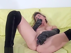 Horny housewife loves to fuck her pussy part3