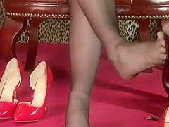Cock Massage With Feet - ImLive