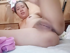 Sexy Filipina Fingering her Tight Holes