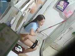 peeping chinese girls bathing.12