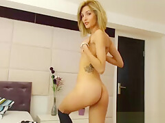 Skinny girl shows her ass from behind