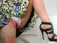 Masturbate at work :Day 70 : play with my pussy