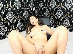 Mature latina lady twerking on live cam p2