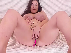 Curvy Girl Shows Her Figure, Ass And Cunt
