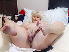 Older Lady With Big Tits Shows Herself