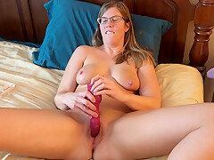 Milf Plays With Herself And Squirts All Over The Bed