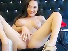 Brunette babe Yvonne Lauren