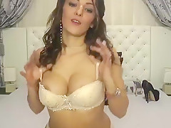 Babe Lorrette in Sexy Lingerie Masturbating Herself Live on Webcam