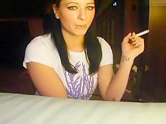 Sexy Rauchen, zeige Titten und Arsch