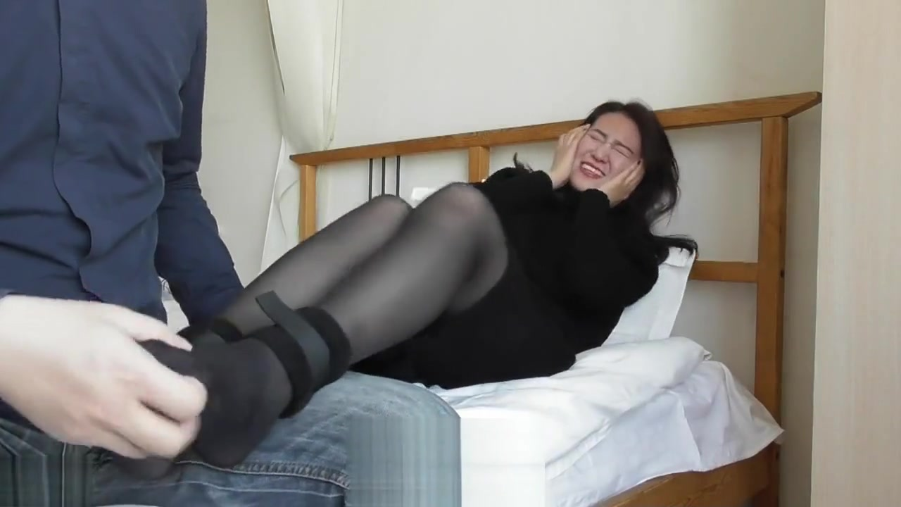 chiese feet tickled