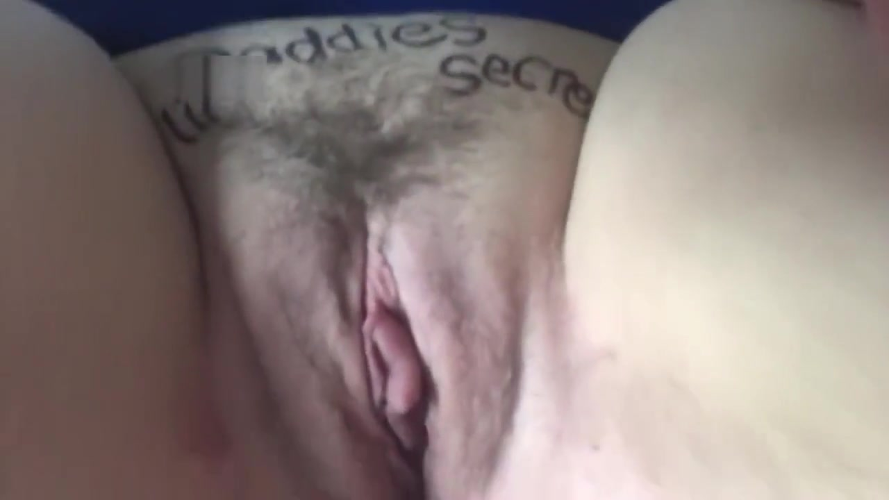 Secret fan sends daddieslilsecret a solo email