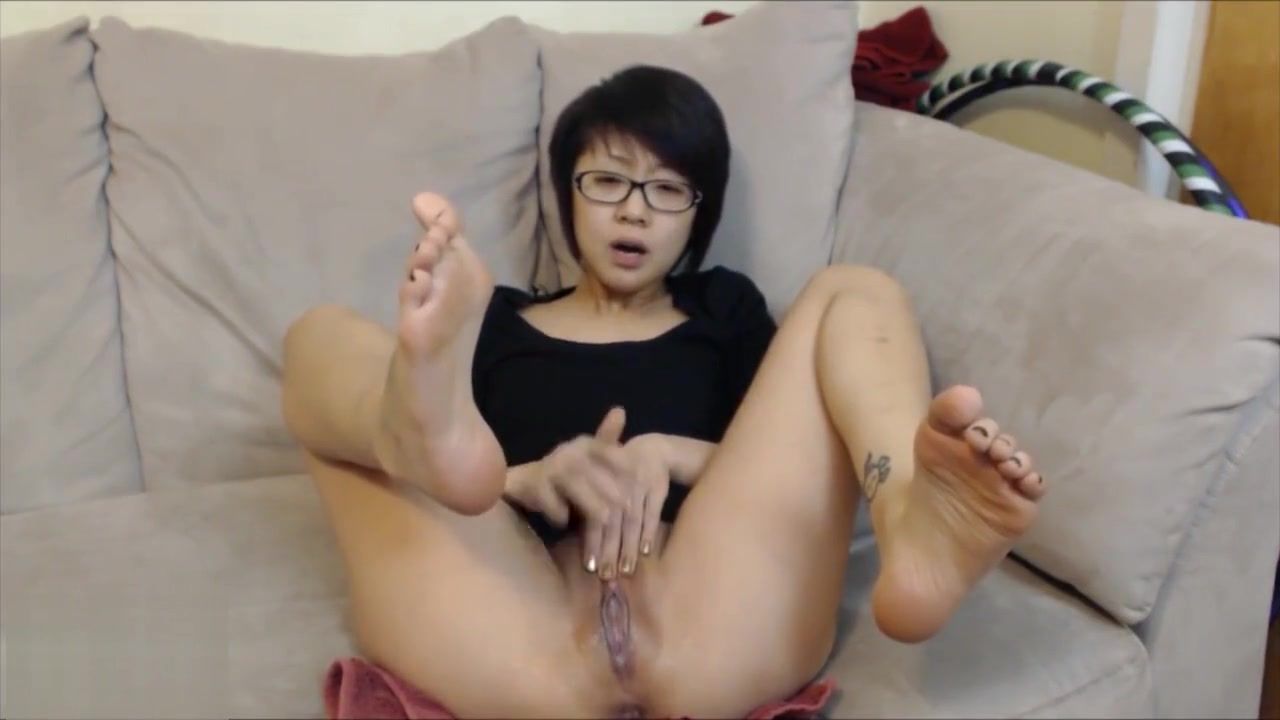 Saya Song Barefoot Squirt in Glasses