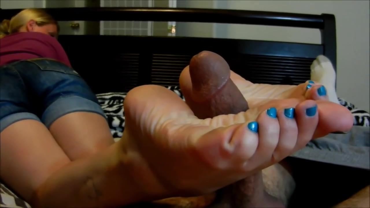 size 10 blonde blue toes footjob double cumshot