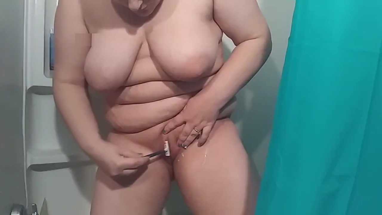 Shaving my pussy bald