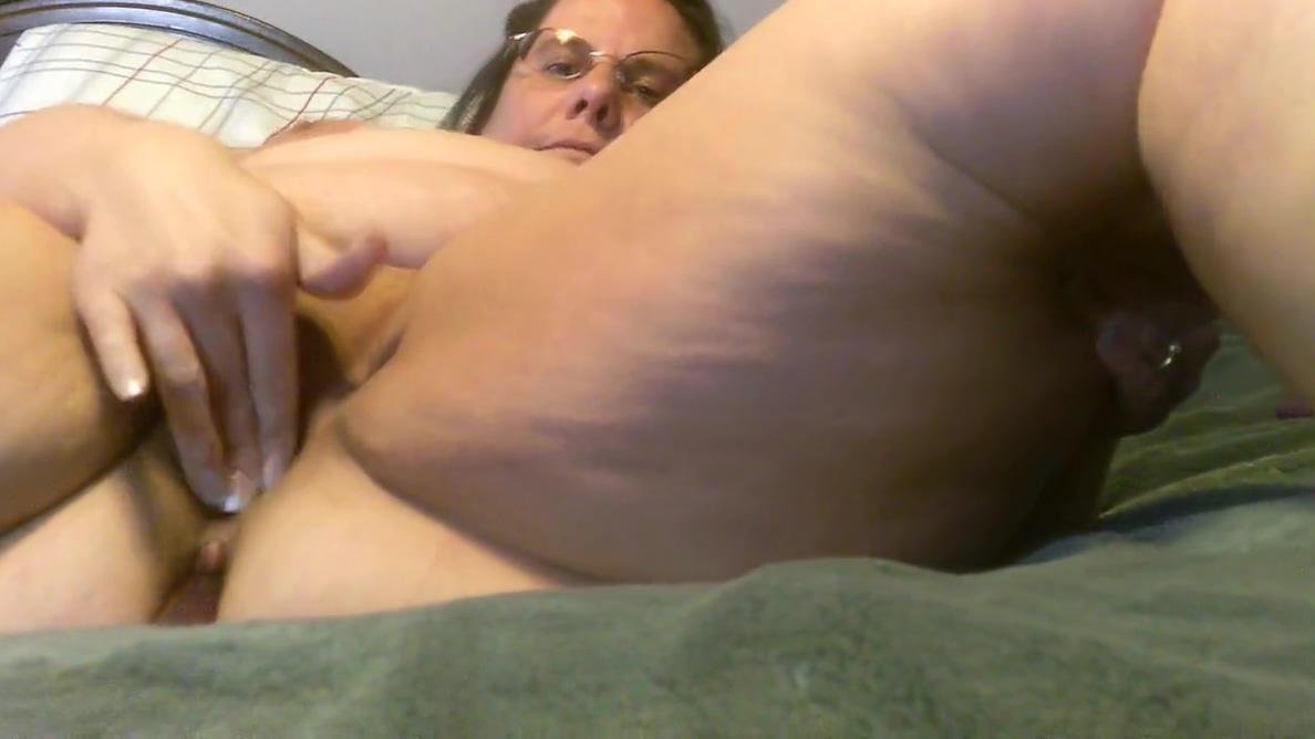 Baby girl masturbates