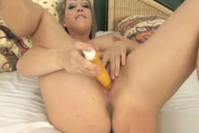 Blonde babe gets fuck in both wet holes at the same time