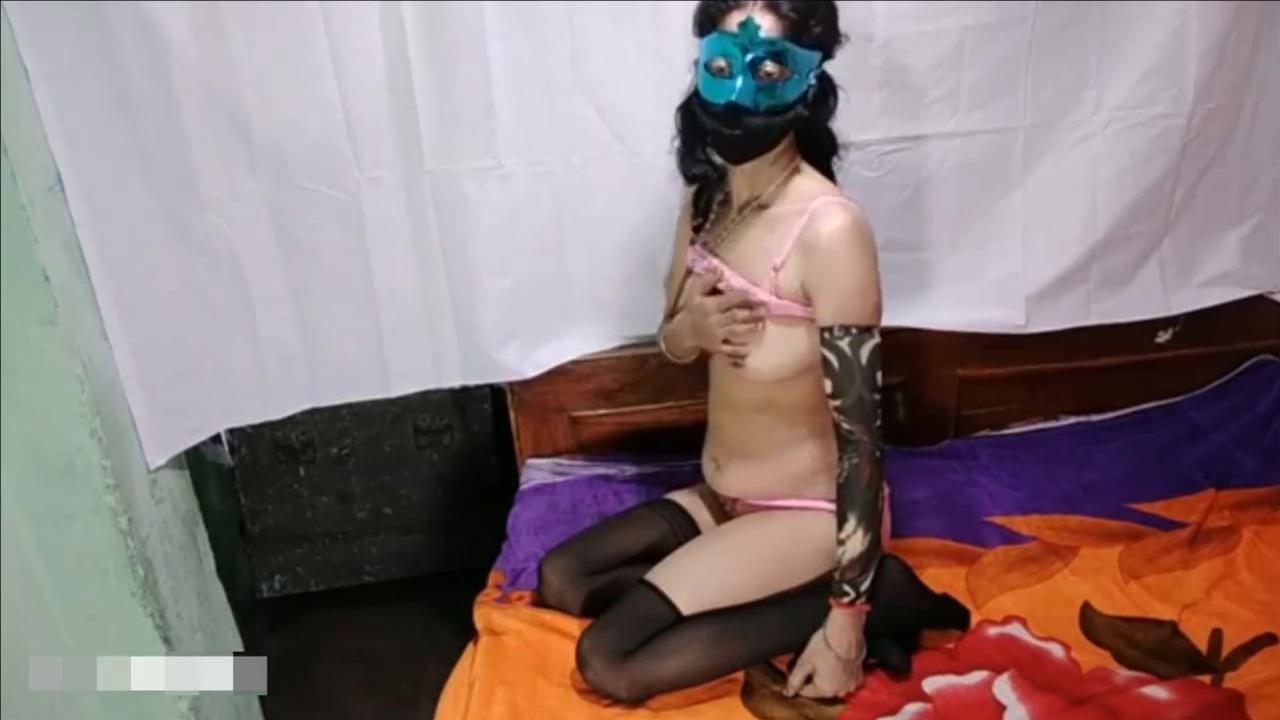 Big Ass Sister Fingering Self In Hostel Room