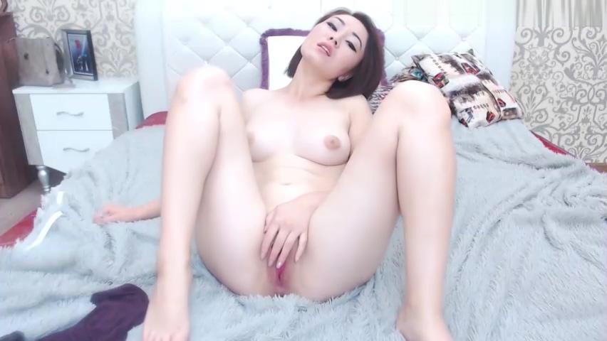 asian girl masturbating pussy