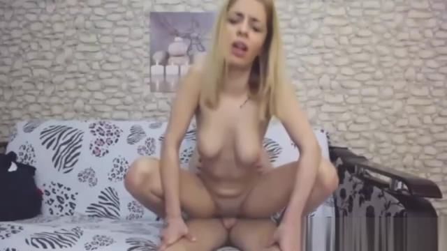 Jeune blonde putain baise en cam avec mec